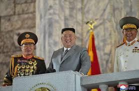 Cuộc diễu hành đêm Quốc khánh của Triều Tiên chỉ có quần áo bảo hộ nhưng không có tên lửa