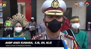 Sat Lantas Polrestabes Makassar Melayani Masyarakat Vaksin Massal,Pakai Baju Adat Sulawesi Selatan