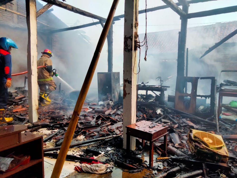 Rumah Warga Gombong Kebakaran, Kuat Dugaan Karena Hubungan Arus Pendek Listrik