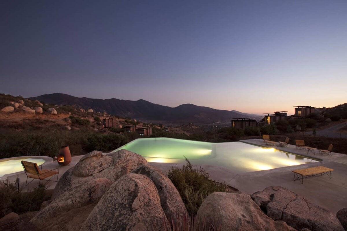 12-Swimming-Pool-Gracia-Studio-Cabin-Architecture-set-on-a-Hill-www-designstack-co