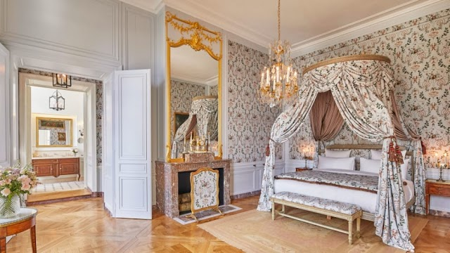 Experience luxury travel at the Palace of Versailles