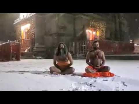 केदारनाथ धाम में परमपिता शिव की आराधना में लीन साधु जन