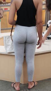Fotos mujeres sexis pantalones yoga pegados