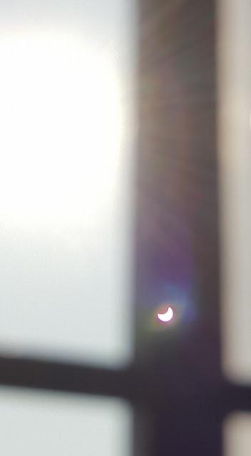 Hình chiếu của Mặt Trời đang bị che khuất bởi Mặt Trăng trong Nhật thực một phần sáng 9/3 được chụp bởi bạn Vicky Kuran ở Trà Vinh.