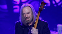 ACCIDENTAL DRUG OVERDOSE, KILLS SINGER TOM PETTY