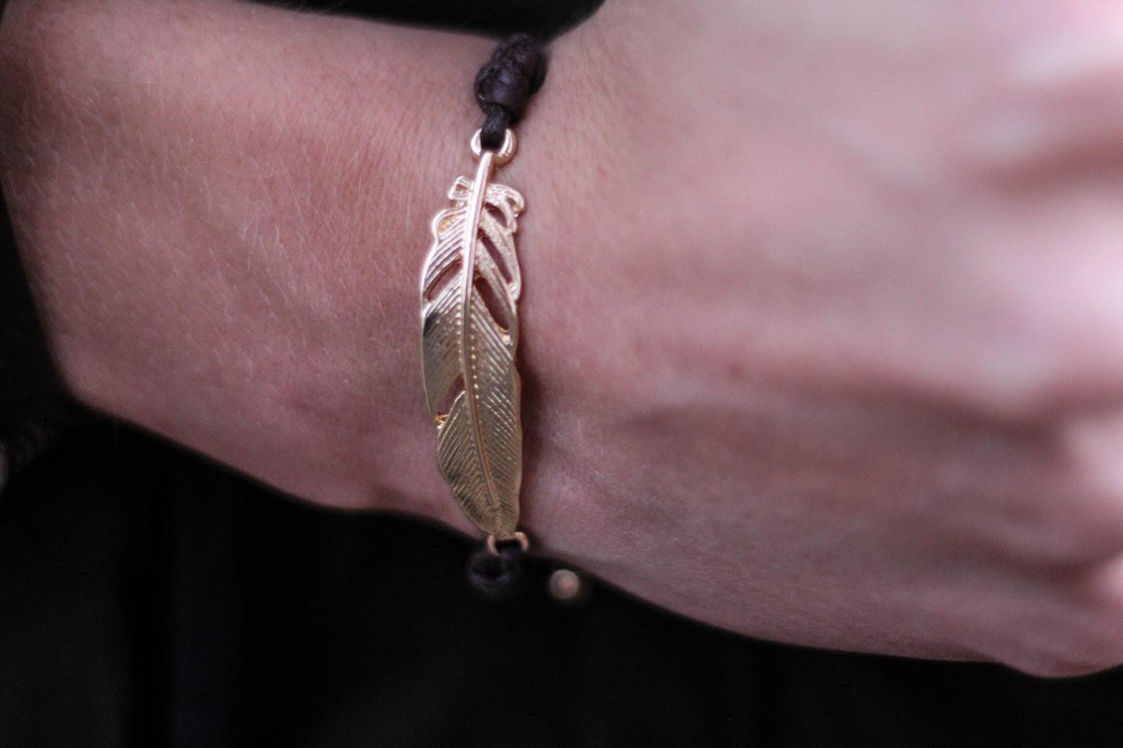 www.dresslily.com/vintage-leaf-rope-bracelet-for-women-product1433130.html?lkid=1502028