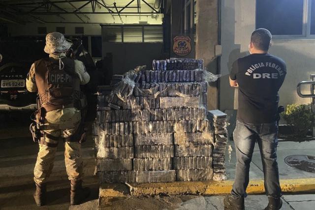 Três homens são presos com quase 1 tonelada de cocaína na Bahia