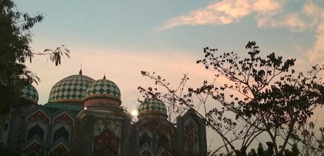 view didepan Islamic Centre UIN Suska