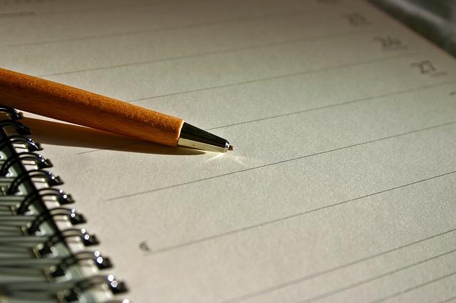 قلم ودفتر