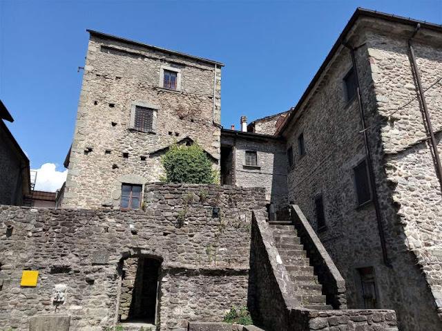 case torri borgo ponticello lunigiana
