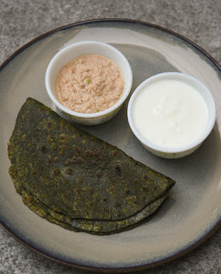 lasuni bathua paratha recipe with dal amla chutny