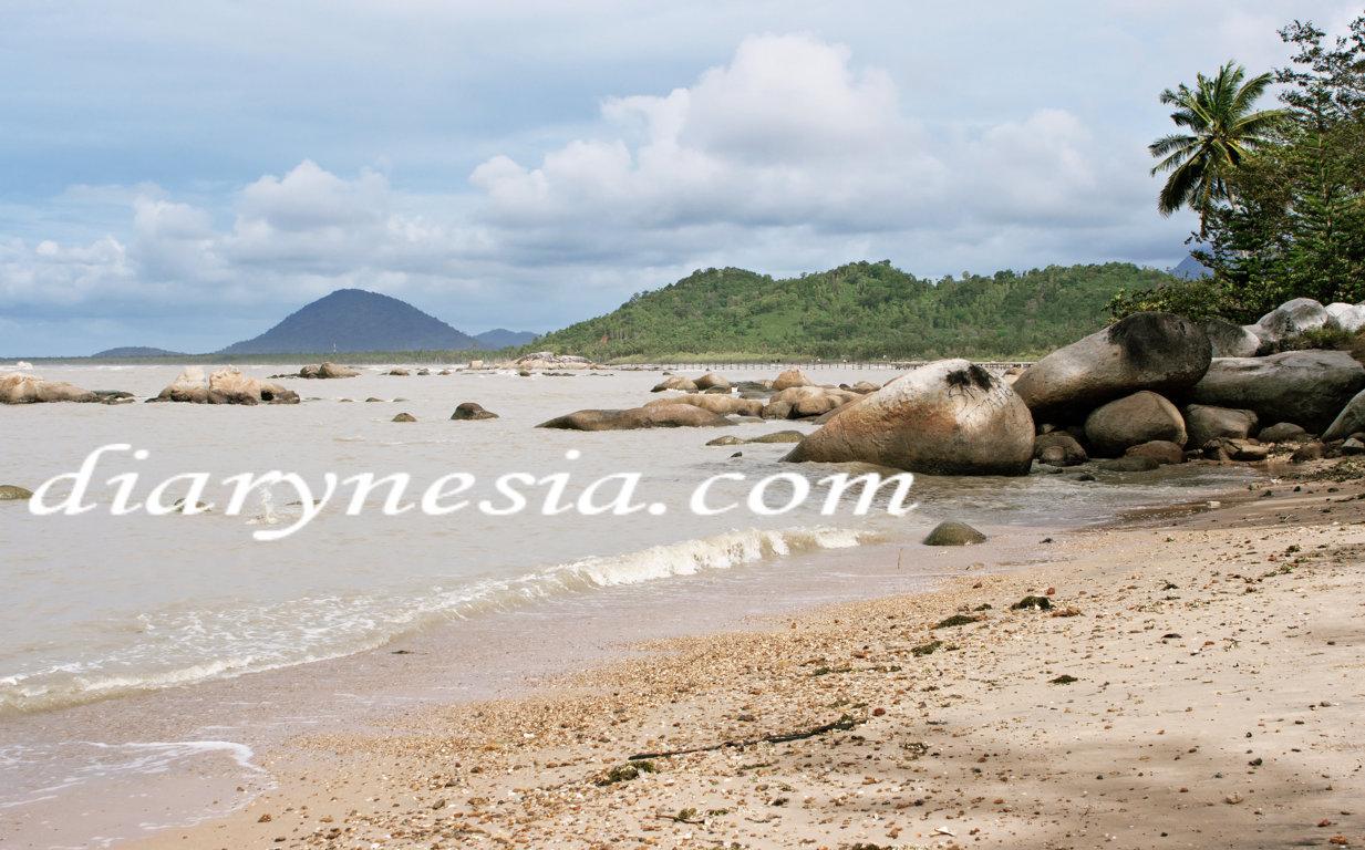 Pasir panjang beach singkawang, singkawang tourism, best tourist attraction in singkawang, diarynesia