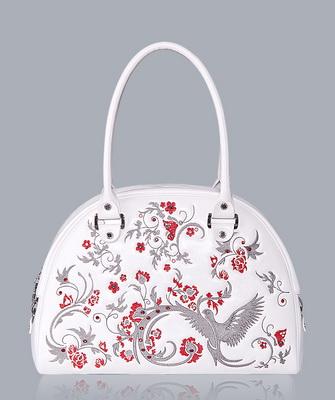 cee174225d1b Рисунок можно вышить нитками, бусинами, бисером, пуговицами или фрагментами  бижутерии. Если вы решите украсить сумку росписью, используйте акриловые  краски, ...