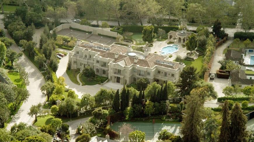Hugh Hefner sells Playboy mansion for £138 million to man ...