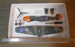 maqueta de avion en metal
