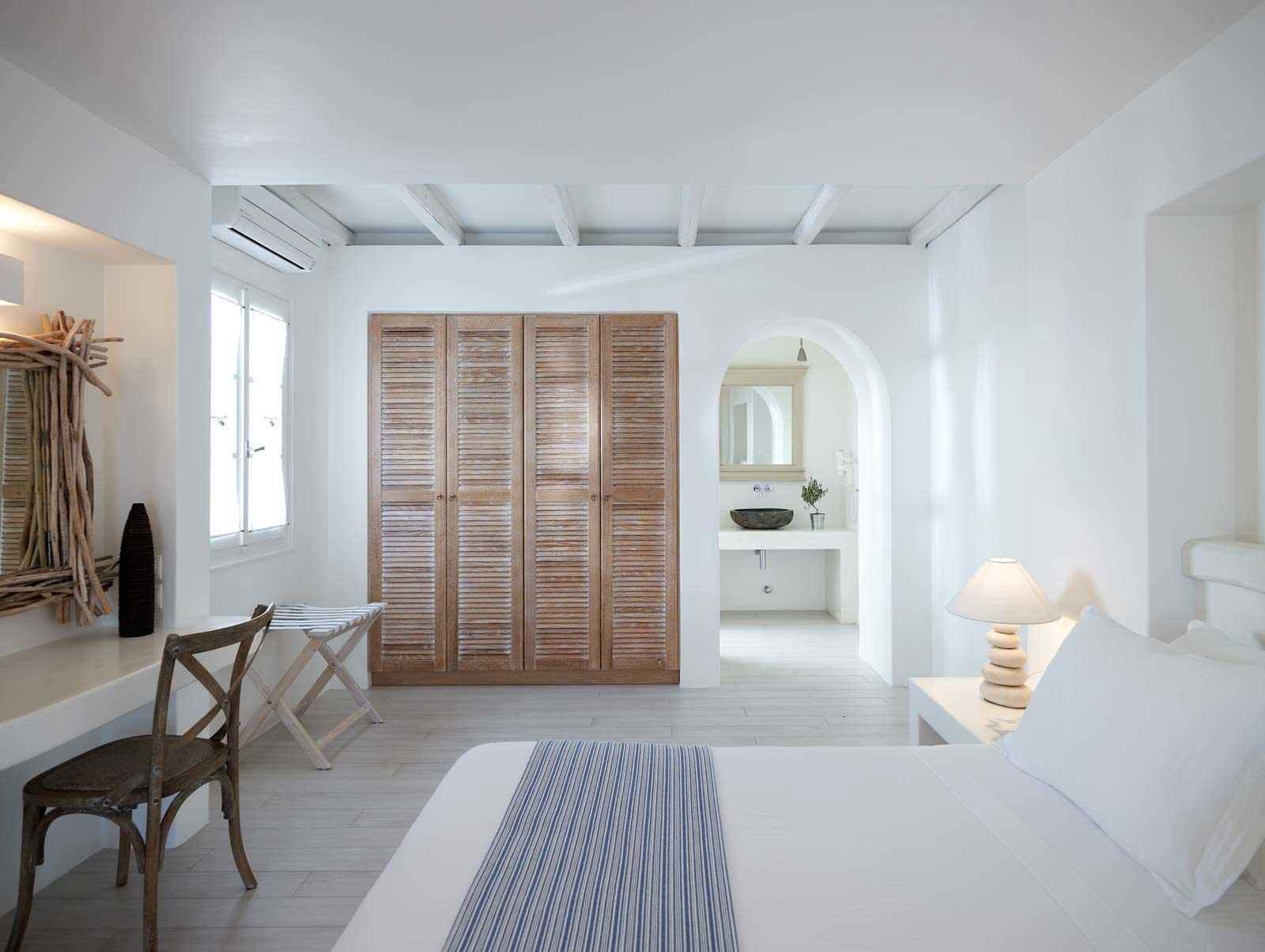 Phòng ngủ có tủ âm tường 21
