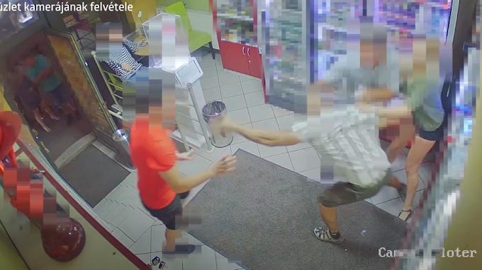 Hihetetlen képsorok: állat módjára, teljesen megvadulva garázdálkodott egy ittas férfi egy esztergomi dohányboltban – videó