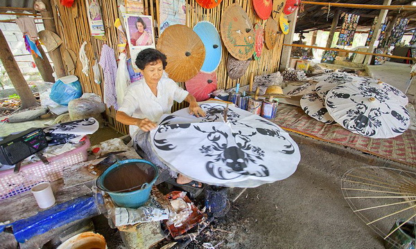 Sankampaeng Handicraft Village