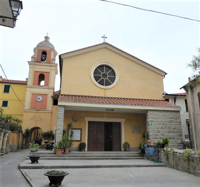 chiesa nel paese di La Serra di Lerici