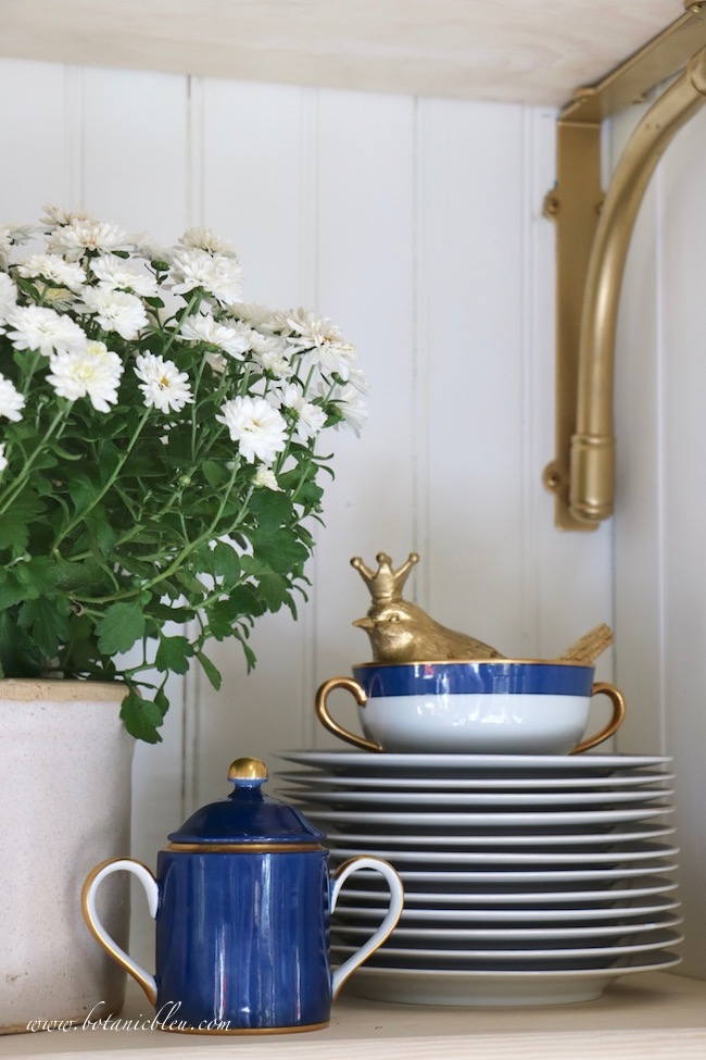 Touches of gold on blue china reflect the traditional yellow colors for fall decor