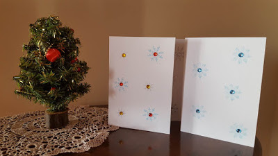 http://keepingitrreal.blogspot.com.es/2016/11/stamped-snowflake-holiday-cards.html