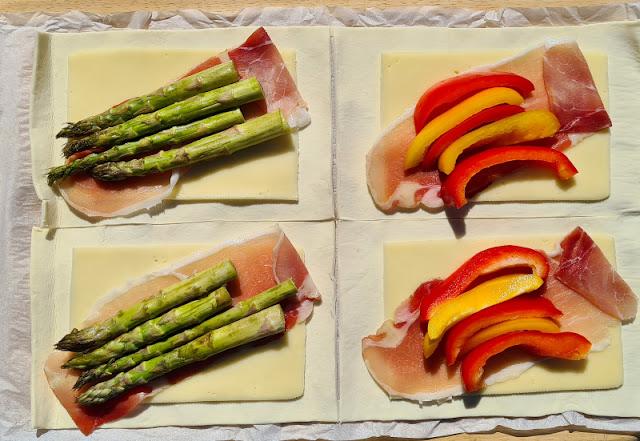 Ein Rezept, zwei Varianten: Blätterteig-Taschen mit grünem Spargel und Blätterteig-Taschen mit Paprika. Eine einfache Anleitung zum Füllen und Falten der Taschen!