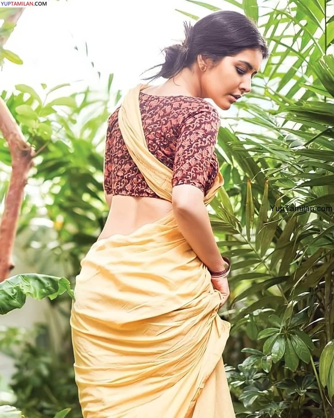 Rashi Khanna sexy Navel Photos in Saree
