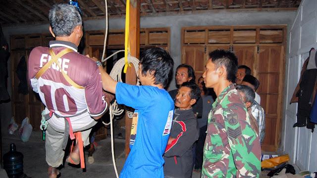Pelatihan kepada Warga Sebelum Masuk Gua  (Dok. Joko Sulistyo)