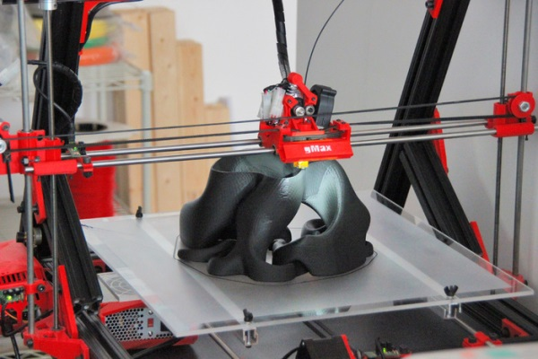 print3d world impresora 3d gmax permite fabricar objetos de gran volumen. Black Bedroom Furniture Sets. Home Design Ideas