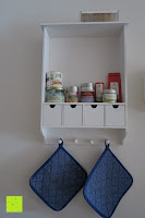 Schrank mit Inhalt: Küchenschrank Wandschrank Hängeschrank 4 Haken 4 Schubladen 2 Glastüren Schrank