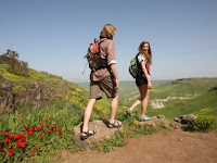 Kenali Fungsi Sandal Gunung untuk Aktivitas Outdoor Selain Hiking