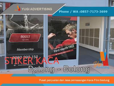 Stiker Kaca Bolong Bolong