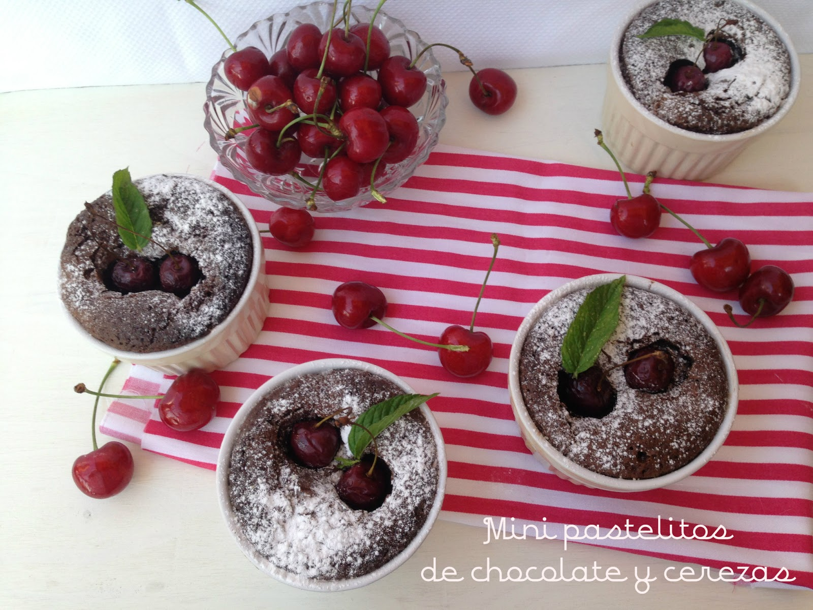 pastelitos-de-chocolate-y-cerezas, chocolate-cherry-cakes