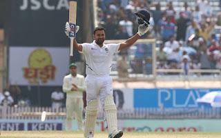 टीम इंडिया के सलामी बल्लेबाज रोहित शर्मा ने दक्षिण अफ्रीका के खिलाफ तीसरे और अंतिम टेस्ट मैच में शानदार बल्लेबाजी करते हुए अपने टेस्ट करियर का पहला दोहरा शतक लगाया