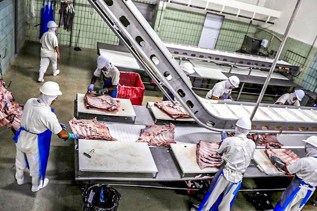 China suspende importação de carne de frigorífico do Mato Grosso
