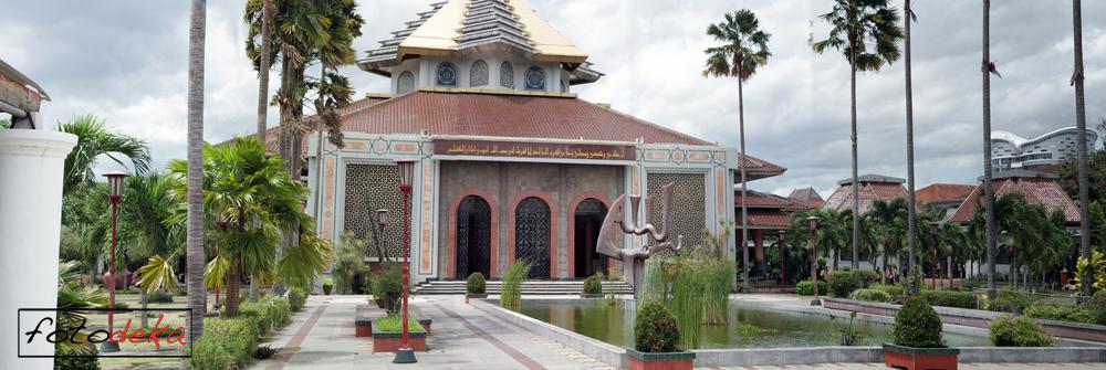 Foto masjid kampus UGM