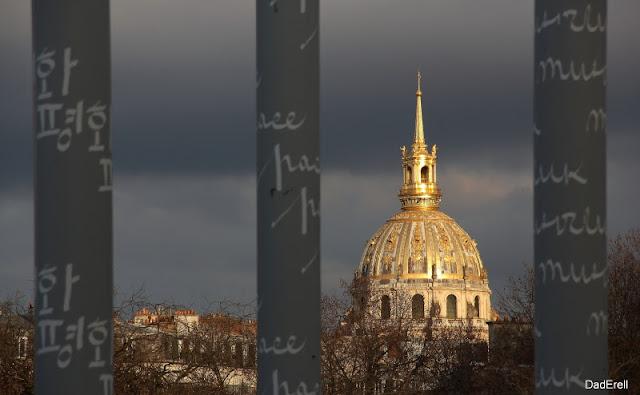 Le Dôme des Invalides et le Mur de la Paix, Paris