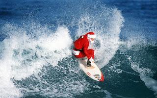 Weinachtsman surfen see ocean