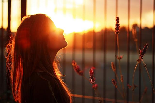Manfaatkan Berjemur di Bawah Sinar Matahari Pagi Untuk Kesehatan. https://www.selarik.com/