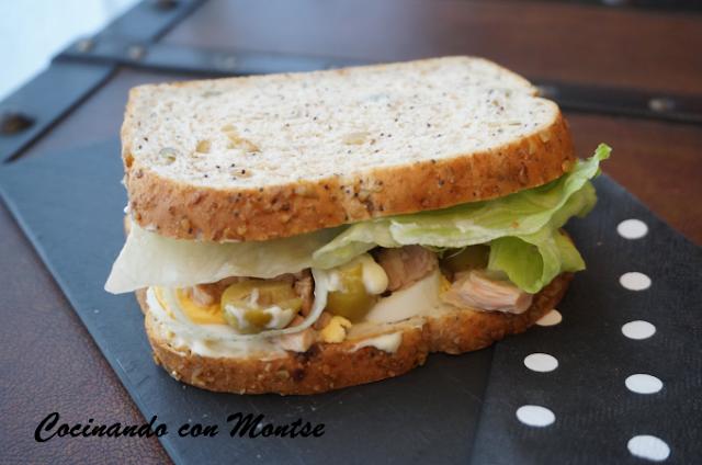 Sándwich  con atún y huevo