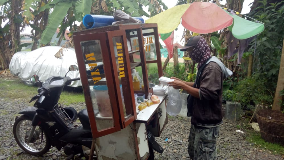 Pedagang Bubur Ayam Keliling Menjerit, Omset Turun Drastis di Tengah Pandemik