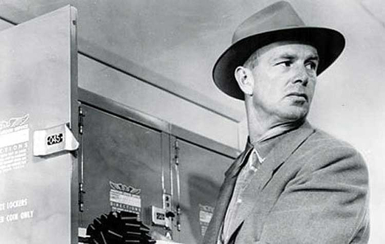 Sterling Hayden plans the heist in The Killing.