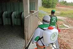 Tak Hanya Bagi Masker Gratis, FPI Lakukan penyemprotan Disinfectan Di 8 Masjid