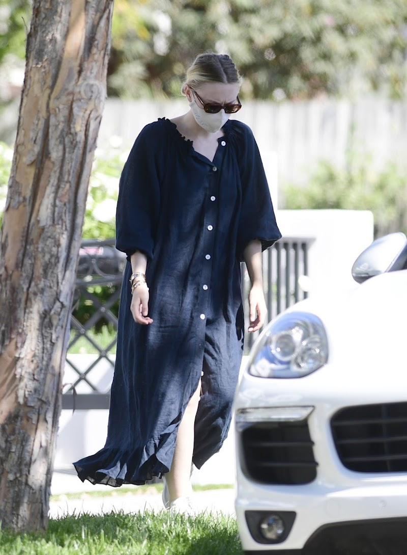 Dakota Fanning Clicked Outside At a Park in Los Angeles 2 Aug -2020