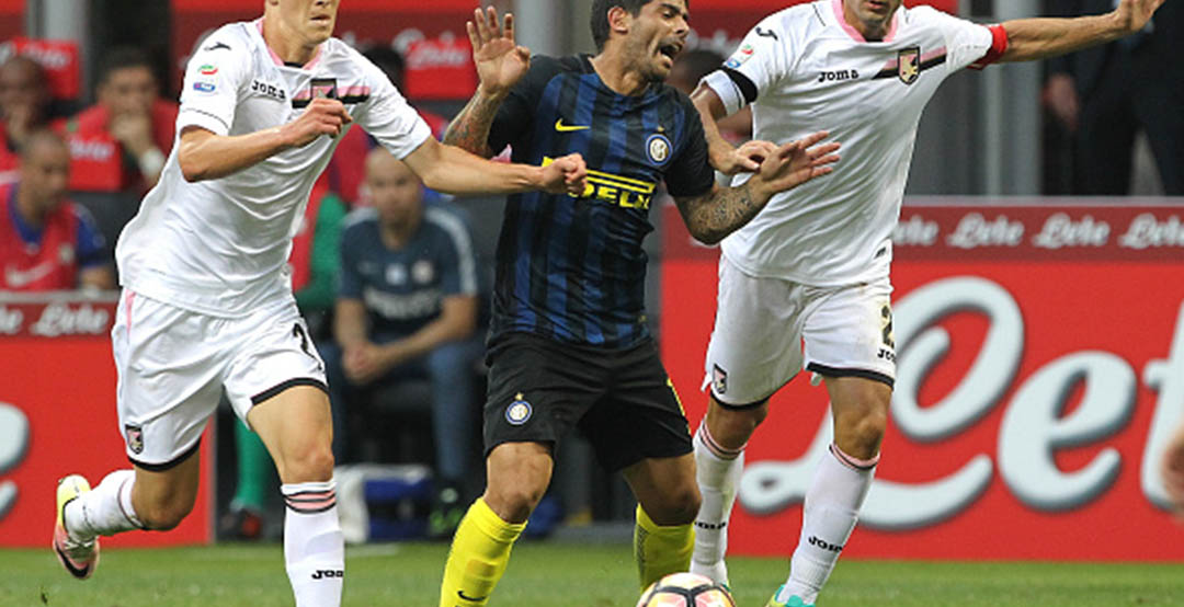 05a20bf1dc25 Ever Banega Ditches Nike Magista Boots - Footy Headlines