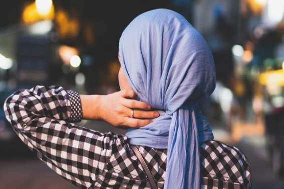 Tips Packing Hijab Saat Jalan-Jalan