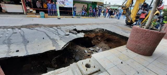 ULTIMA HORA : Se abre enorme SOCAVÓN ahora en IZTAPALAPA