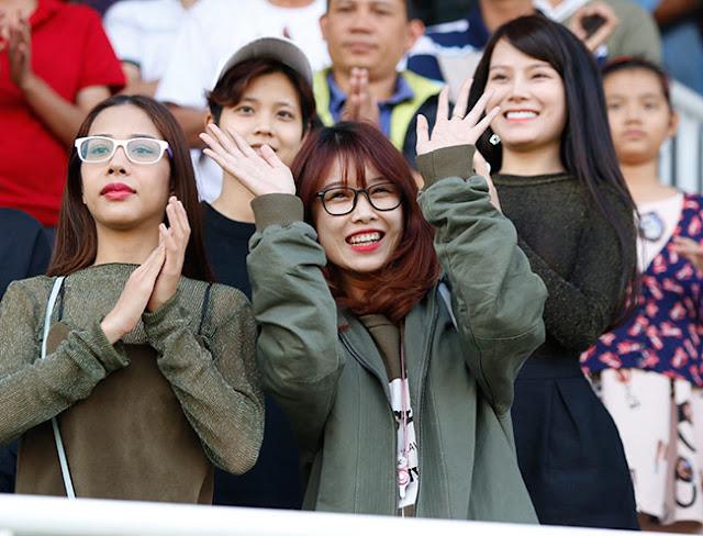 Cầu thủ Nguyễn Văn Toàn của U23 Việt Nam tiết lộ người yêu trên mạng xã hội. Lời khẳng định trên mạng xã hội của tiền đạo Văn Toàn khiến nhiều fan nữ chưng hửng.