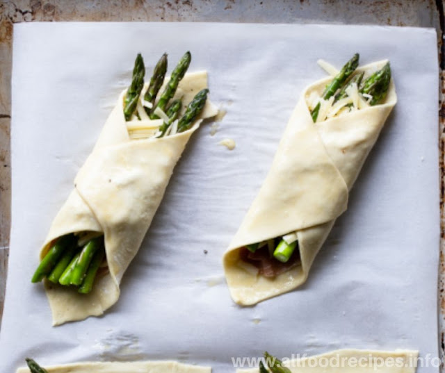 Easy Prosciutto Asparagus Puff Pastry Bundles