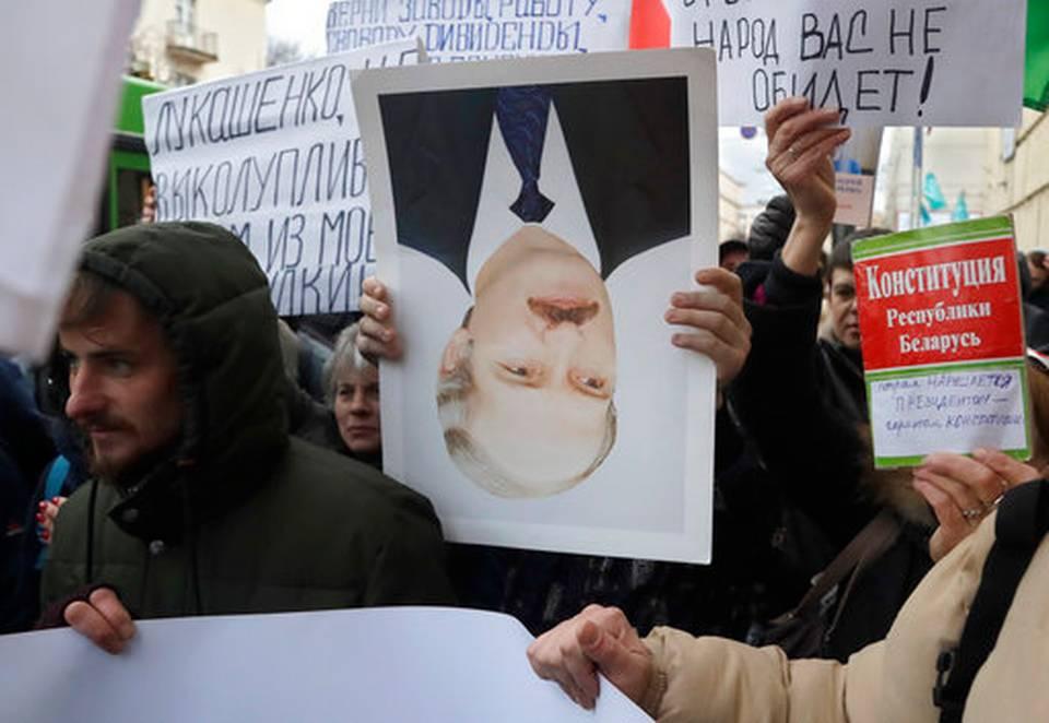https://1.bp.blogspot.com/-pYSrpWQjBkc/WNBH_iE4BQI/AAAAAAAAGzQ/eoLeeIzPE_QHX8GQAmDgFWLqk6ynjBO_ACLcB/s1600/Belarus_Protest_25170.jpg